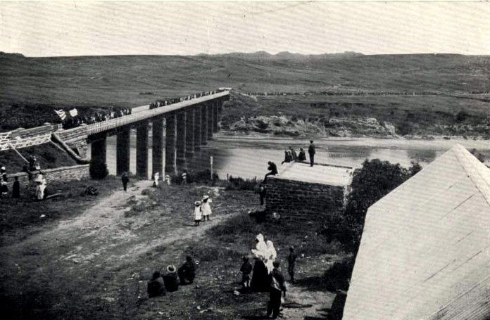 Boers crossing the bridge over the Orange River at Aliwal North before advancing south to Stormberg before the Battle of Stormberg on 9th December 1899