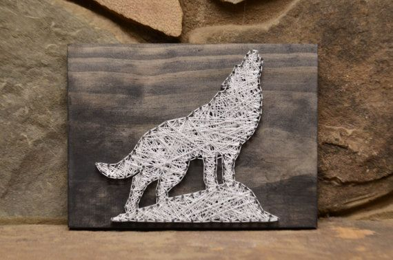 inserzione di Etsy su https://www.etsy.com/it/listing/199643203/custom-wood-wildlife-wolf-string-art