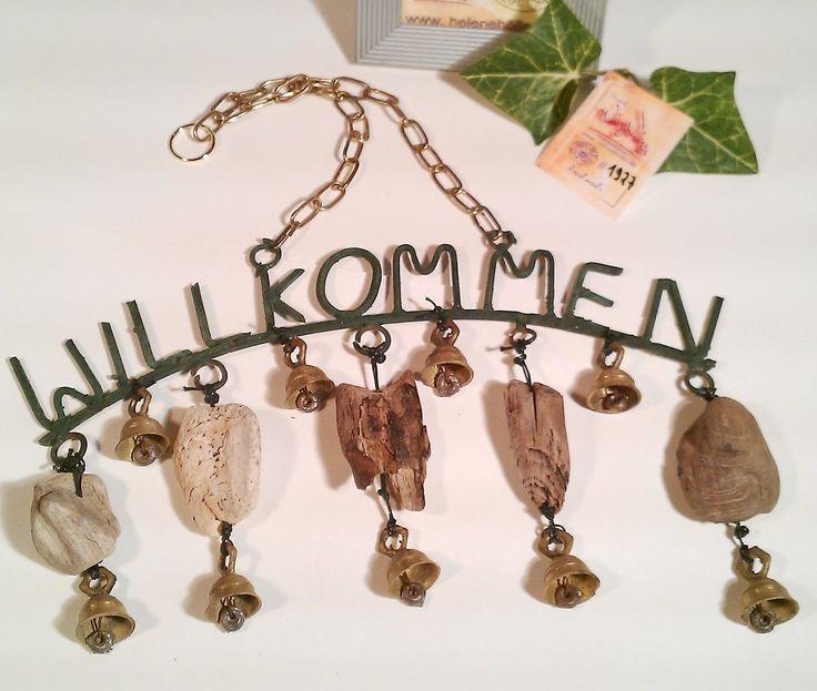 """1927 #Treibholz-#Türschild """"Willkommen""""  • Schönes #schmiedeeisernes #Willkommen #Schild An #Kette zum Aufhänger  mit 9 kleinen #Messing-Glocken - zarter süßer Klang und 5 selten schönen #Treibholzstücken • Einfach schön anzusehen  sehr #""""Shabby"""" UNIKAT mit handmade by #helenehoelle.de"""