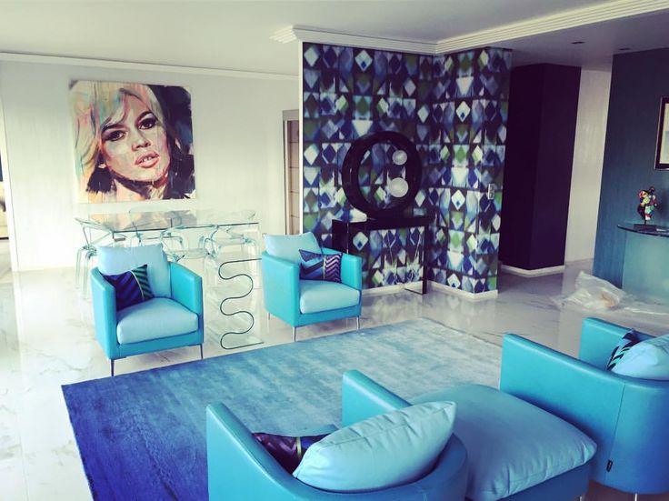 DUVIVIER CANAPES - amabiance en bleu avec les fauteuils Yiding réalisée par JM Allemand