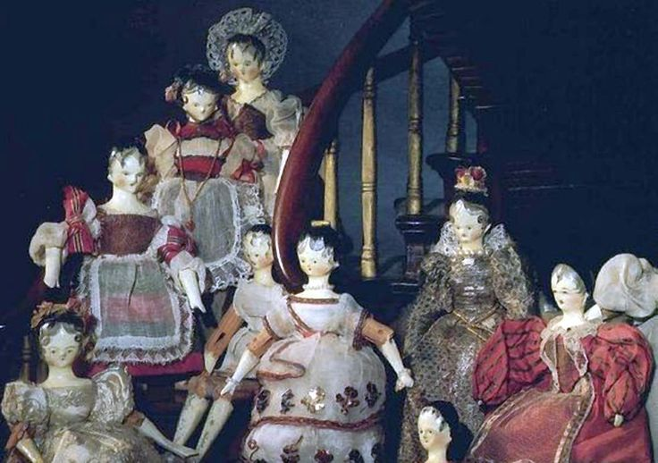 19th C Wooden dolls dressed by Queen Victoria in the Museum of London.