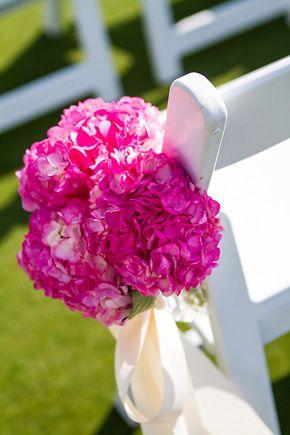 Fuchsia wedding flowers. photo by ellisphotostudio.com    Keywords: #fuchsiaweddings #jevelweddingplanning Follow Us: www.jevelweddingplanning.com  www.facebook.com/jevelweddingplanning/