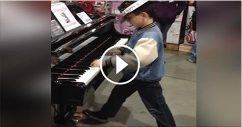 He Goes Up To A Piano At The Store. But Don't Take Your Eyes Off Of His Hands! WHOA! - http://eradaily.com/goes-piano-store-dont-take-eyes-off-hands-whoa/