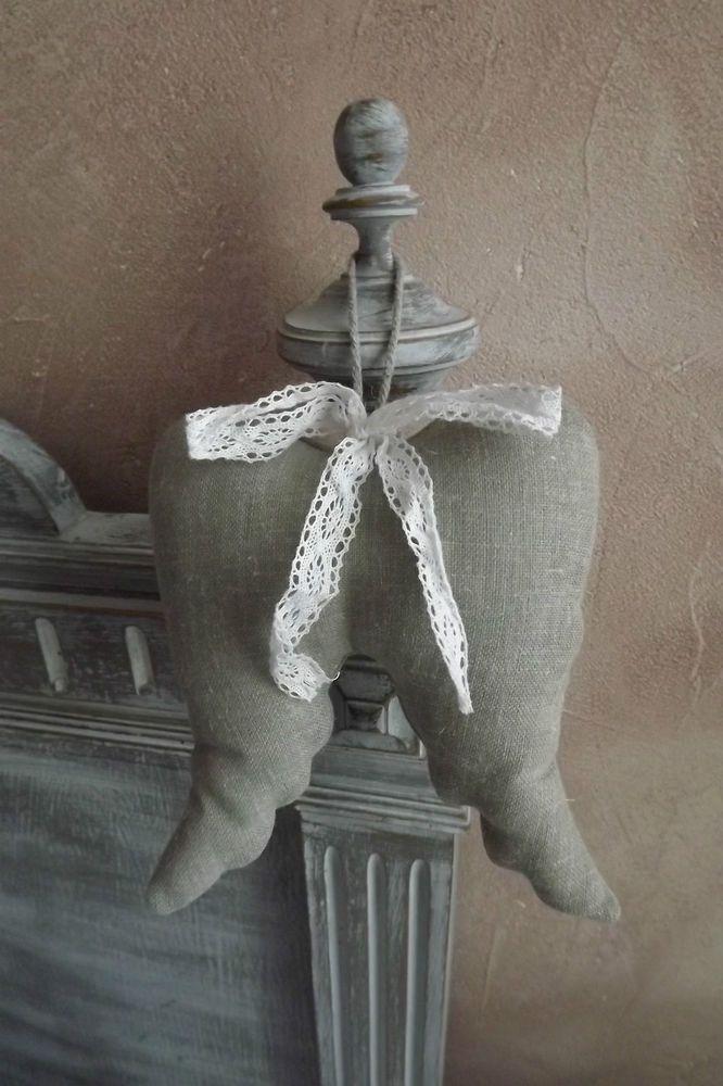 Coussin à suspendre   AILES D ANGES   coloris gris petite dentelle blanche