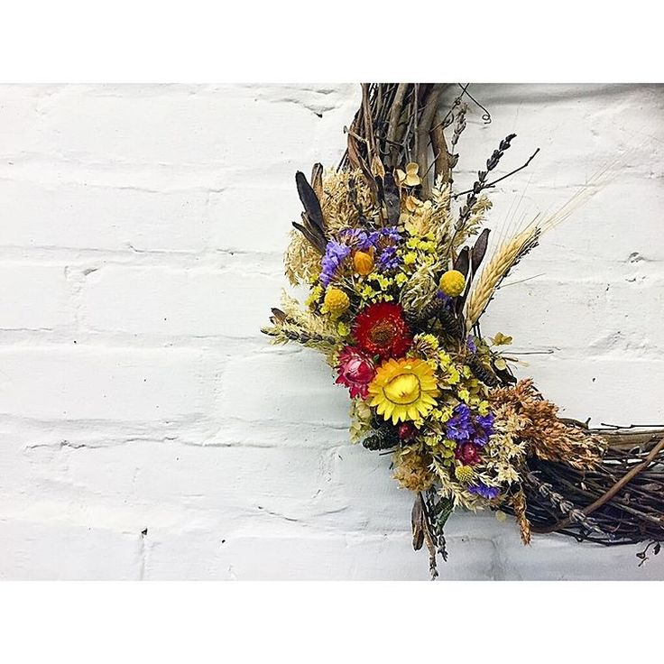 """Ellen Frost on Instagram: """"Dried wreaths rock this time of year! Straw flower, lavender, hydrangea, billy balls, broom corn, wheat, grasses statice and more!! We'll have them on sale tomorrow for $80. We'll also have custom made wrapped bouquet filled with locally grown flowers, branches, berries and more! Come by between 8:30 and noon! #localmeanslocal #locoflosaturday"""""""