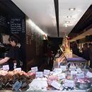 En el restaurante Mariscco podrás disfrutar de un pescado y marisco excelente. El cliente escoge directamente de su mostrador el producto que quiere y ellos lo sirven en la mesa.   Al restaurant MariscCo podràs gaudir d'un peix i marisc excel·lent. El client escull directament de la seva taulell el producte que vol i ells el serveixen a taula.  + info: http://www.bcn.info/eixample/on-menjar/restaurants/mariscco-barcelona/  #restauranterecomendado