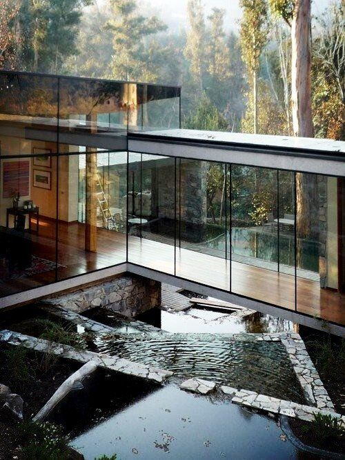 Doesn't this house reminds you of Edward Cullens house in the movie Twilight? ->