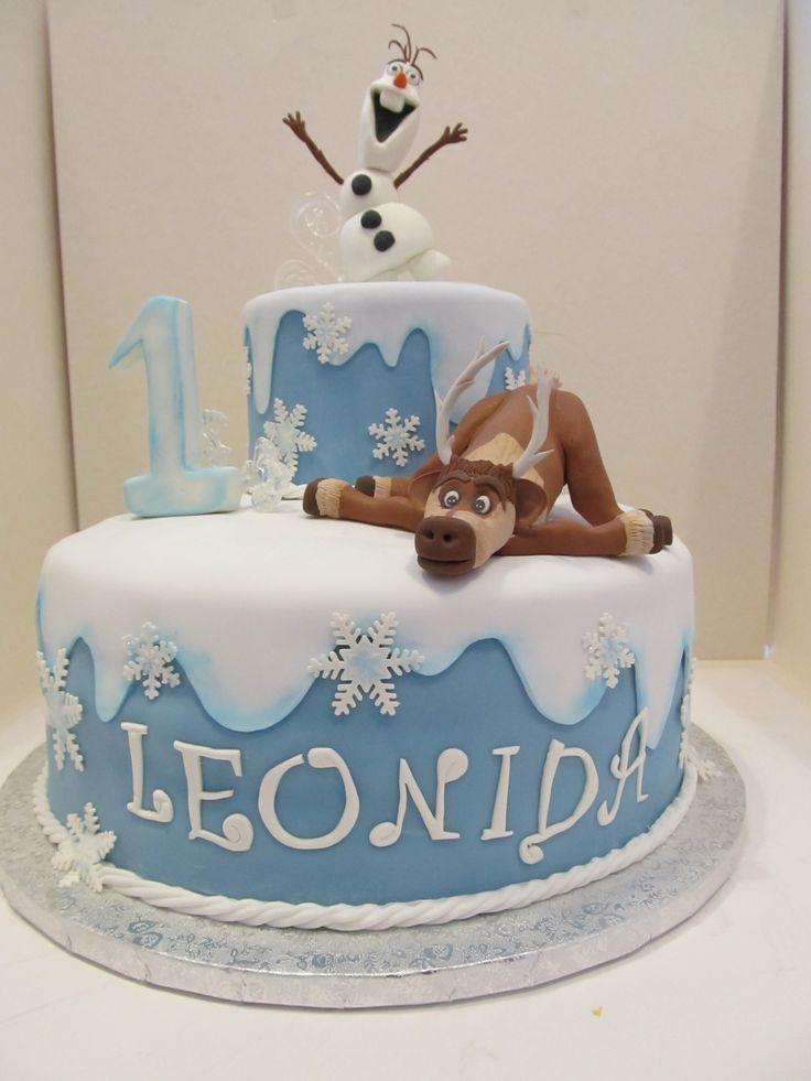 #Frozen : #torta con #Olaf e #Sven in #pastadizucchero ( #pdz ) con la tecnica del #cakedesign . #Glitter sui #fiocchi di #neve e #coloranti alimentari in #polvere per le sfumature.