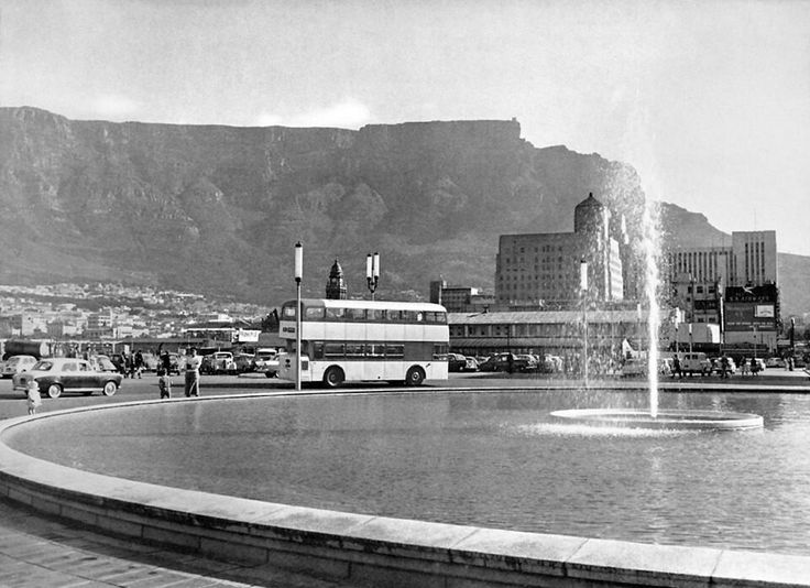 Fountain Circle in Adderley Street, 1963.