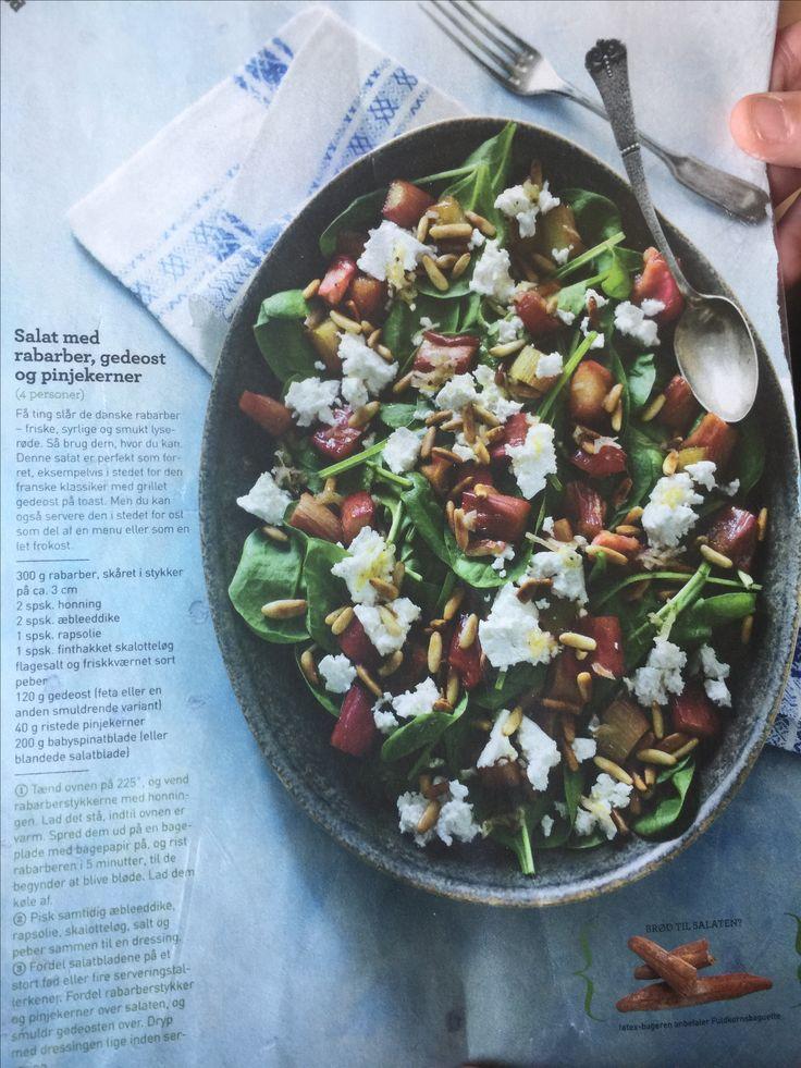 Salat med rabarber, gedeost og pinjekerner