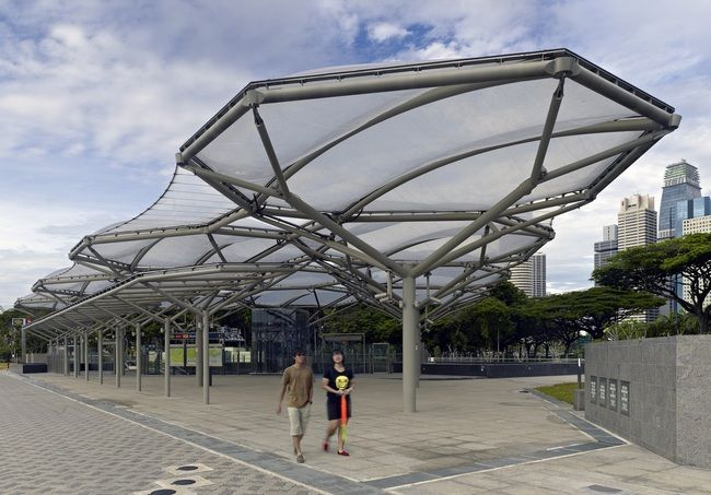The ETFE canopy also serves as a shelter from the suna nd rain for park users.