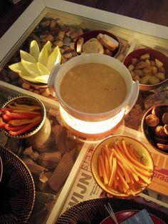 Bockbier kaasfondue - Kaasfondue is één van de populairste wintergerechten; deze versie met bockbier/bokbier, emmentaler en reblochon is een ongewoon lekkere variatie! :D kaasfondue / kaas / bier / fondue / vegetarisch / winter