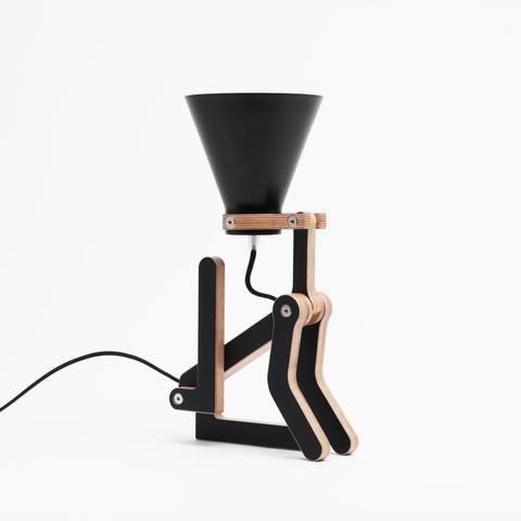 """Lampe chien à poser """"Waaf"""" noir en érable - Hariet et Rosie Pierre Stadelman - Structures"""
