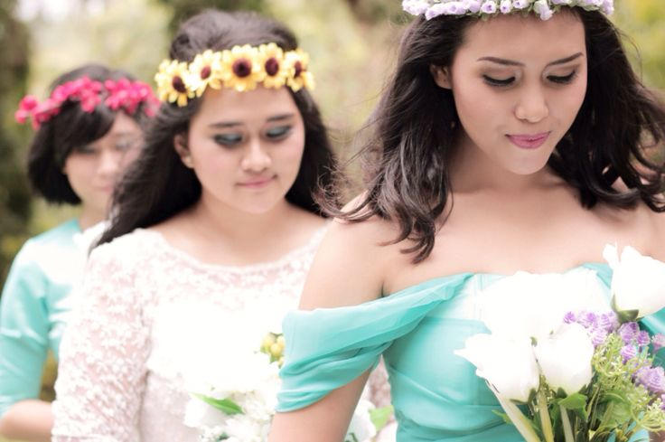 Going to altar - bride and bridesmaids