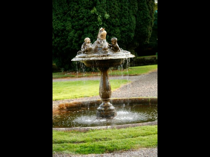 Fountain castle Leslie