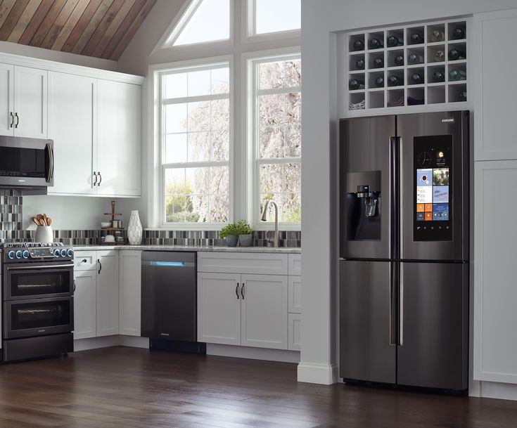 Make the kitchen the center of your home with Samsung's Family Hub Refrigerator. #Samsung #FamilyHub #Refrigerator