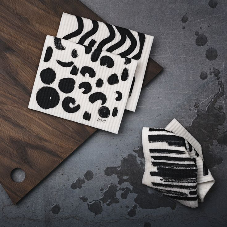 Sæt med 3 Brush opvaskeklude fra ferm LIVING. Sættet er fremstillet af en ultra-absorberende blanding af cellulose og bomuld.