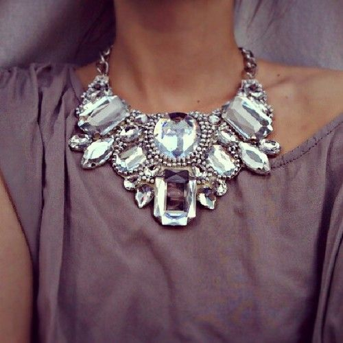 Such a pretty statement necklace!!!!!!!!!
