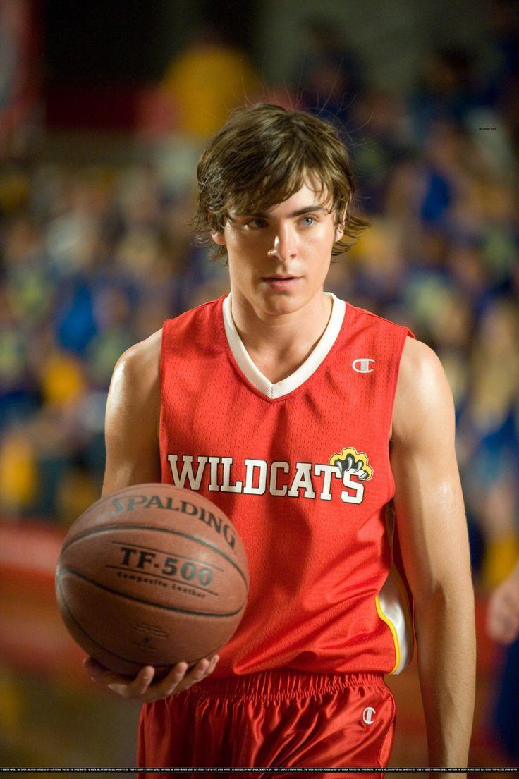 Zac Efron High School Musical Basketball | シャツにある6人のサインはトロイ、ガブリエラ ...