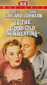 In the Good Old Summertime (1949) Finale is at Christmas time.  Musical remake of The Shop Around the Corner. Liza Minnelli makes her film debut in the closing shot.