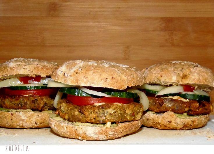 A hamburger felgyorsult életünk egyik szimbóluma, hiszen nincs időnk a konyhában főzéssel pepecselni, ezért egyszerűbb egy gyorsétterembe leugrani és benyomni egy hambit. Vegánként egyenlőre kevés helyen kapható vegán kompatibilis hamburger, ígyrákényszerültem magam…