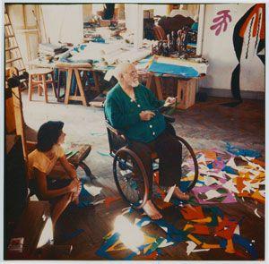 Henri-Matisse-(1869--1964)  Henri-Matisse in his studio  Photographer: Lydia Delectorskaya Artwork: © Succession Henri Matisse
