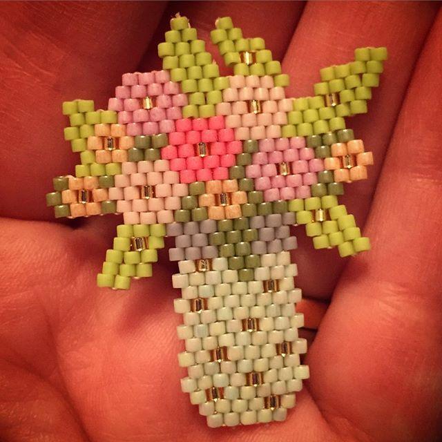 Florero Chaquira Brick Stitch