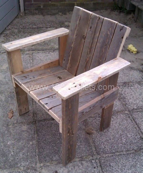 Little child pallet chair : I've made one little chair for my son and daughter (3 & 1 yrs old). Of course it is made of old pallets, cheap and easy. Next thing to make is another chair and table, with later a complete little playhouse for them….