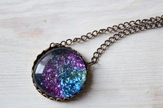 Taking the glitter cabochon to the next level with a bottle cap and chain to make a necklace