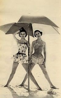 .Vintage Swimsuits, Fashion, Bathing Suits, Vintage Swimming, At The Beach, Summer, Swimming Suits, Bath Suits, Bath Beautiful