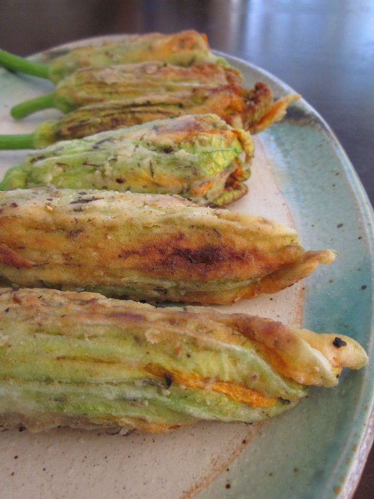 Vegan Fried Stuffed Squash Blossoms//I would make this with real cheese, but it looks easy!