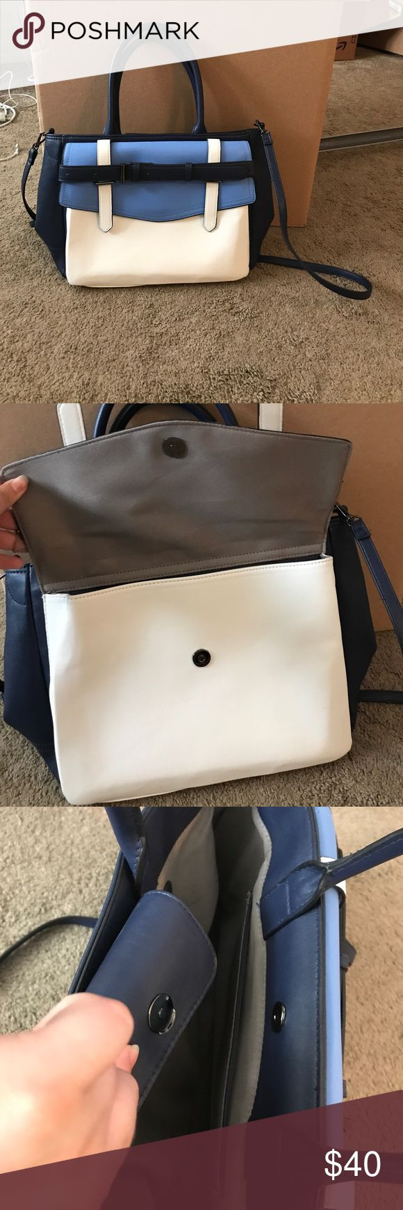 Reed blue and white tote bag NWOT Reed brand tote bag. Has 2 pockets, both magnetic clasps. Long and short handle. 2 inside pockets, one is zippered. Bags
