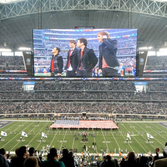 BTR singing the national anthem :)Rushers Things, Scoreboard, Time Boards, Big Time, Time Rush 3, Time Rush3, Time Rushers