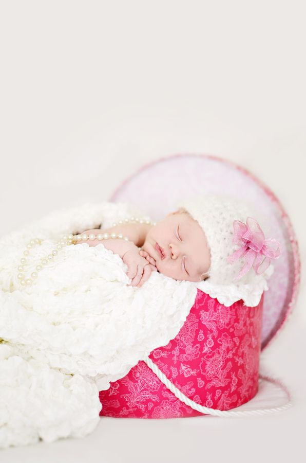 Hat box baby photo idea