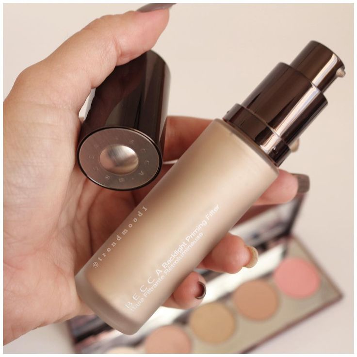 Becca cosmetics Backlight Priming Filter a makeup primer to help blur imperfections and impart a radiant glow.  Infused with three Filtering Luminescent Pearls, each one adds a different drop of diffused light. Minimizes the appearance of fine lines and wrinkles.  Create a diffused, soft-focused radiance that allows your complexion to catch light for a GLOWING, healthy look.
