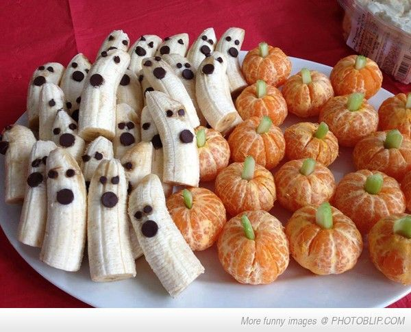 Recipes.HalloweenApps.2967a0418cd8f362b9d3398b95fac152   Banana Ghosts and mini-orange pumpkins with celery stems