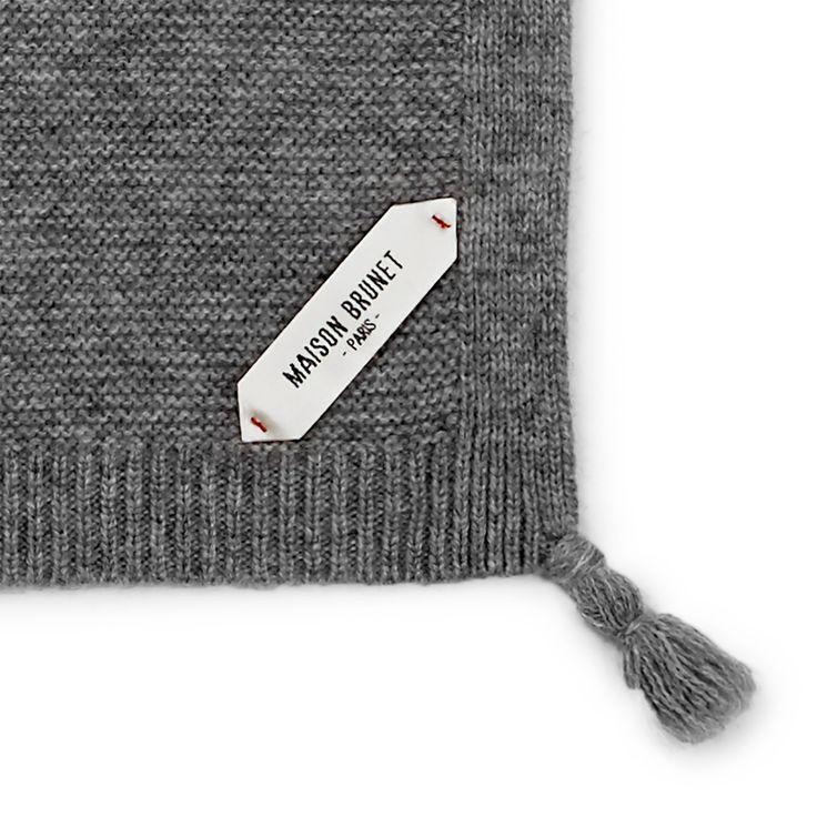 Couverture bébé cachemire Oscar gris chiné - MAISON BRUNET -  http://maisonbrunet.com/product/couverture-cachemire-oscar-gris-chine?ref=category-bebe #cachemire #cashmere #knit #knitwear #detail #bebe #baby #madewithlove #conçuaparisavecamour