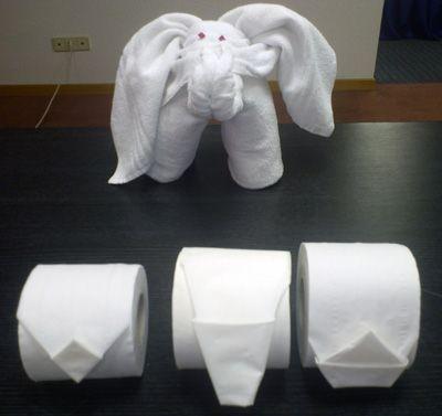 DECORACIÓN CON TOALLAS. y ¿a quién no le gustaría que lo recibiesen en el baño así? A los niños les encantará. Un poco de origami adaptado a papel y toallas constituirán unos detalles preciosos.