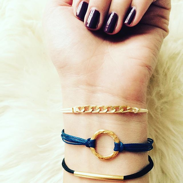 Happy Weekend Ladies!!! New bracelets in Stock!❤️. #siamorejewelry#jewelrygram#schmuck#bracelets#ootd#goldplated#girlslovejewelry#vergoldet#waxedcotton#armkettchen#friendship#fashion#winter#weihnachtsgeschenke#lovejewelry#