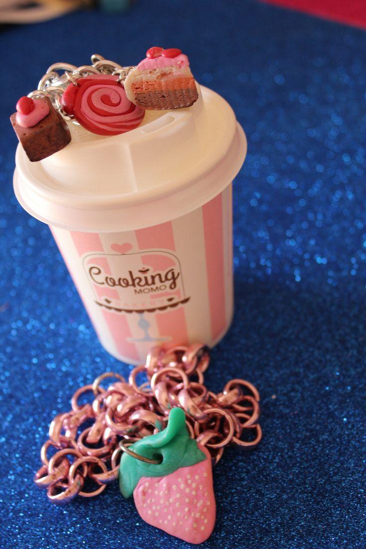 Accessori utilizzati nelle foto: Collana fragola rosa disponibile anche su misura in qualsiasi colore...     bracciale cioccolatini e cake..tutto fatto a mano...per qualsiasi informazione non esitate a contattarmi xoxo 😘 😘 queen 👑 N. #artesania #artigianato #etsy #craft #hechoamano #handarbeit #artoftheday #artsy #creative #arte #artista #collar #collana #accesories #accessory #miamor #trendy #cool #beautiful #creative #nenfairydesign