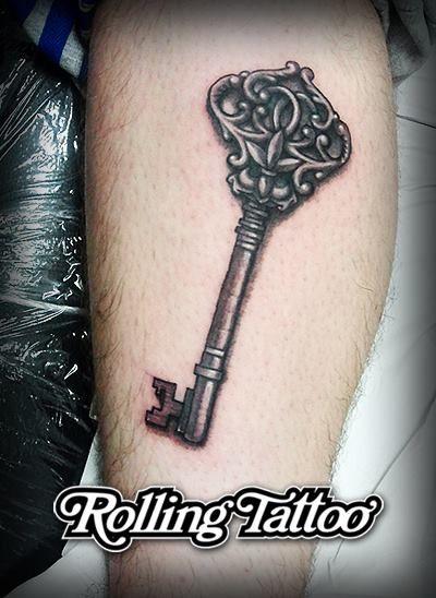 ¿Alguien ha perdido esta #llave? | Diseño y #tatuaje realizados por Javier Jiménez, tatuador e ilustrador en Rolling Tattoo Studio. | Todos los Derechos Reservados. | Who has lost this #key? | Tattooed & Designed by Javier Jiménez, #tattoo artist at Rolling Tattoo Studio. | All Rights Reserved.