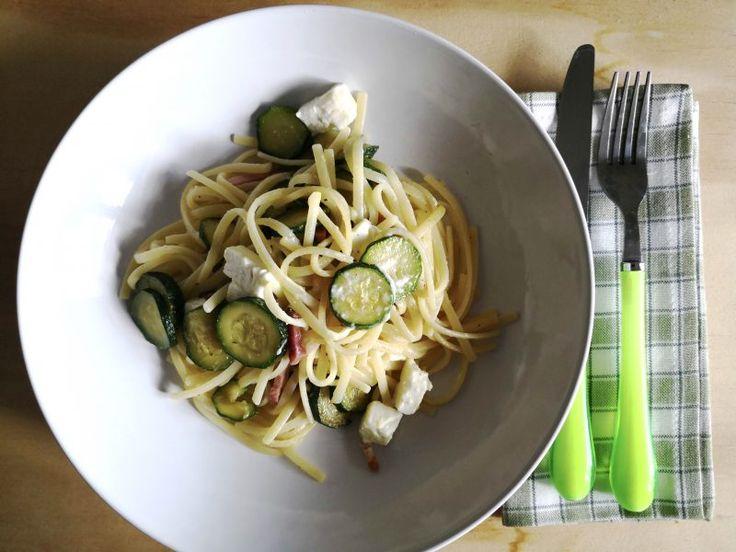 #pasta con #zucchine #speck e #feta