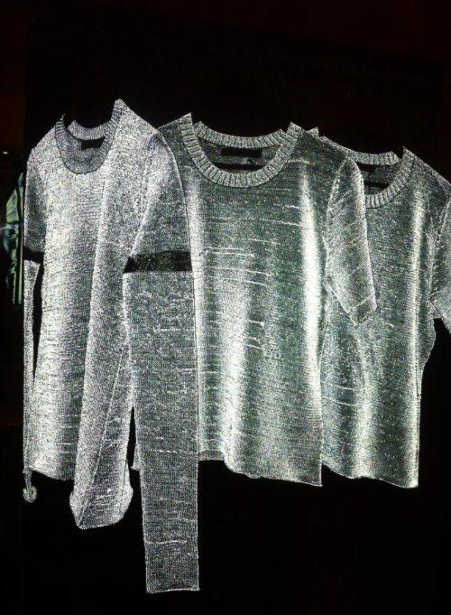 Reflective Yarns | http://www.dezeen.com/2014/10/30/marlies-schets-seen-reflective-fibres-fabric-luminous-cycling-accessories/