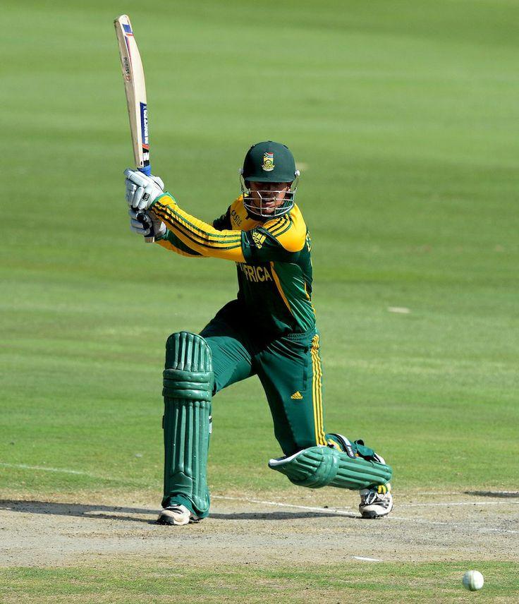 Quinton de Kock drives towards cover, South Africa v India, 3rd ODI, Centurion, December 11, 2013
