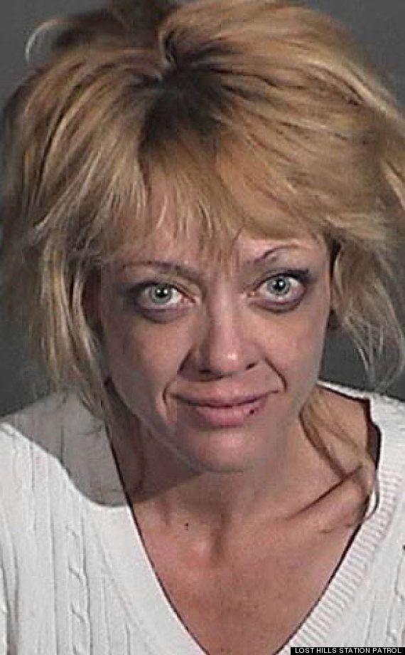 Laurie Forman (Lisa Robin Kelly) arrested on domestic violence charges. Had no idea she was 42 :O