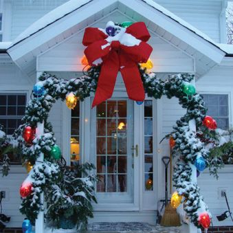 I NEED a house I can do this to!! *swoon*    Mlti Color Ruby Xmas Lights 686761