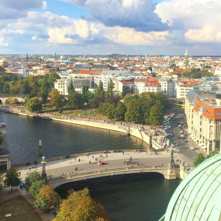 View from Berliner Dom . . #berlin #berlinstagram #berlincity #berlin360 #berliner #berlinichliebedich #vsco #vscocam #vscomoscow #vscorussia #instaberlin #instacool #throwbackthursday #ig_moscow #ig_russia #instagood #instagram #instacity #city @diestadtberlin #diestadtberlin