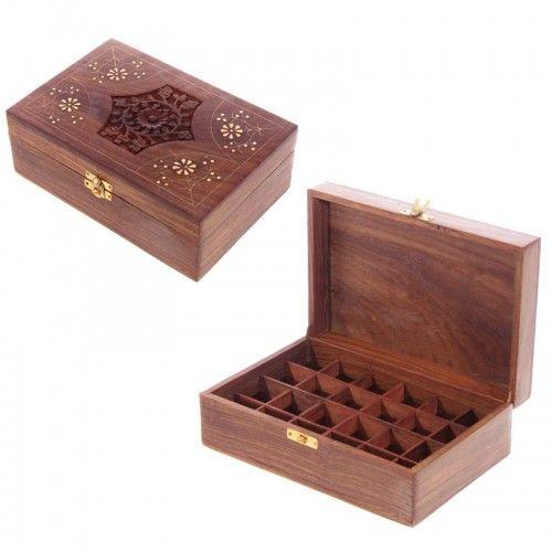 Etherische olie opbergdoos hout 24 flesjes Praktisch en mooi.  In deze doos kun je makkelijk 24 flesjes (5 of 10 ml olie) opbergen. Zo bewaar je je kostbare olie ook donker.