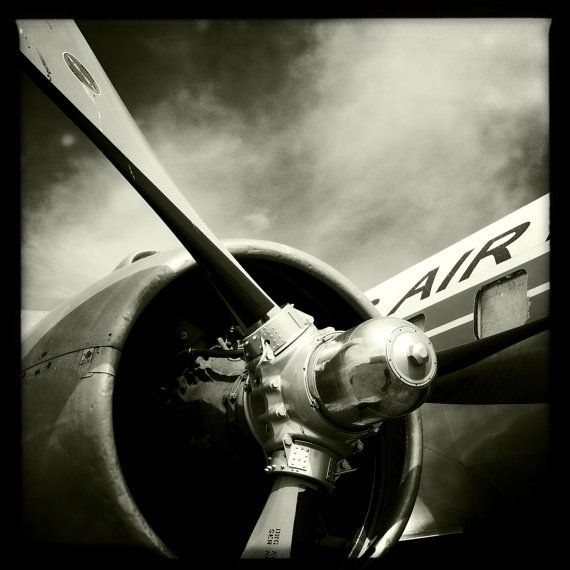 Best 25 airplane decor ideas on pinterest airplane room for Airplane propeller decoration