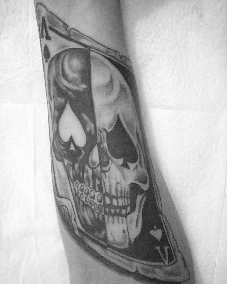 #tattoo #tatuagem #blackangreytattoo #blackandgrey #tatuagempretaecinza #Skull #skulltattoo #carta #baralho #caveira #caveiratattoo #card #cardtattoo #playing #playingtattoo #playingcard #bodyline #nipe #espada #inked #inkedtattoo #instatattoo #inkedart #instaart #instaartist #eletricinkbrasil #eletricink #agulhasblackline #blacklinetattoo #tatuagemartistica